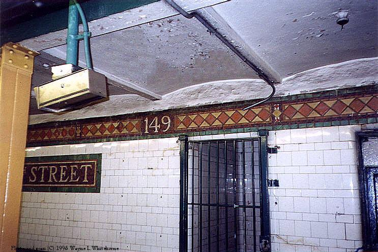 (107k, 743x497)<br><b>Country:</b> United States<br><b>City:</b> New York<br><b>System:</b> New York City Transit<br><b>Line:</b> IRT Pelham Line<br><b>Location:</b> East 149th Street <br><b>Photo by:</b> Wayne Whitehorne<br><b>Date:</b> 9/30/1998<br><b>Viewed (this week/total):</b> 1 / 3502