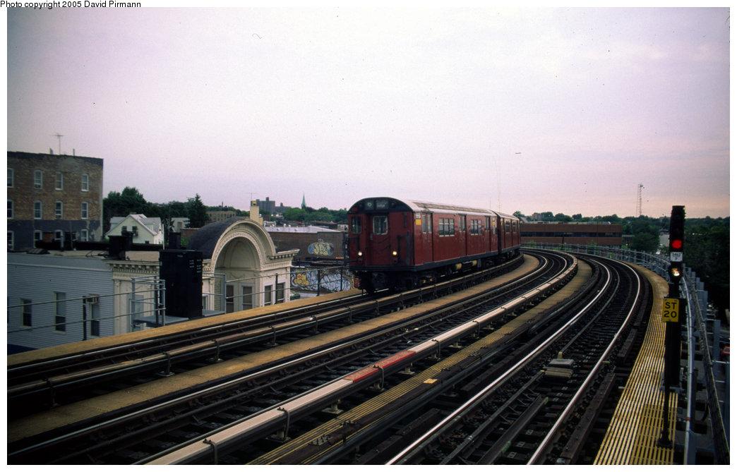 (168k, 1044x669)<br><b>Country:</b> United States<br><b>City:</b> New York<br><b>System:</b> New York City Transit<br><b>Line:</b> IRT Pelham Line<br><b>Location:</b> Castle Hill Avenue <br><b>Route:</b> 6<br><b>Photo by:</b> David Pirmann<br><b>Date:</b> 7/21/1999<br><b>Viewed (this week/total):</b> 1 / 3090