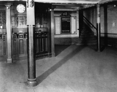 (23k, 396x313)<br><b>Country:</b> United States<br><b>City:</b> New York<br><b>System:</b> New York City Transit<br><b>Line:</b> IRT East Side Line<br><b>Location:</b> 18th Street <br><b>Collection of:</b> Saul Blumenthal<br><b>Date:</b> 1904<br><b>Viewed (this week/total):</b> 3 / 29422