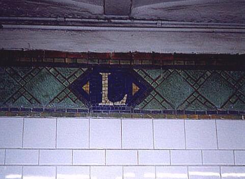 (31k, 481x351)<br><b>Country:</b> United States<br><b>City:</b> New York<br><b>System:</b> New York City Transit<br><b>Line:</b> IRT Pelham Line<br><b>Location:</b> Longwood Avenue <br><b>Photo by:</b> Wayne Whitehorne<br><b>Date:</b> 9/30/1998<br><b>Notes:</b> Longwood Avenue mosaic icon<br><b>Viewed (this week/total):</b> 2 / 3085