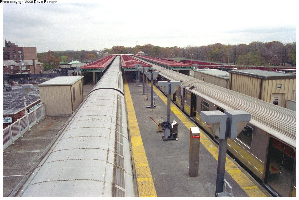(204k, 1044x699)<br><b>Country:</b> United States<br><b>City:</b> New York<br><b>System:</b> New York City Transit<br><b>Line:</b> IRT Pelham Line<br><b>Location:</b> Pelham Bay Park <br><b>Route:</b> 6<br><b>Car:</b> R-62A (Bombardier, 1984-1987)  1770 <br><b>Photo by:</b> David Pirmann<br><b>Date:</b> 11/18/1995<br><b>Viewed (this week/total):</b> 1 / 9198