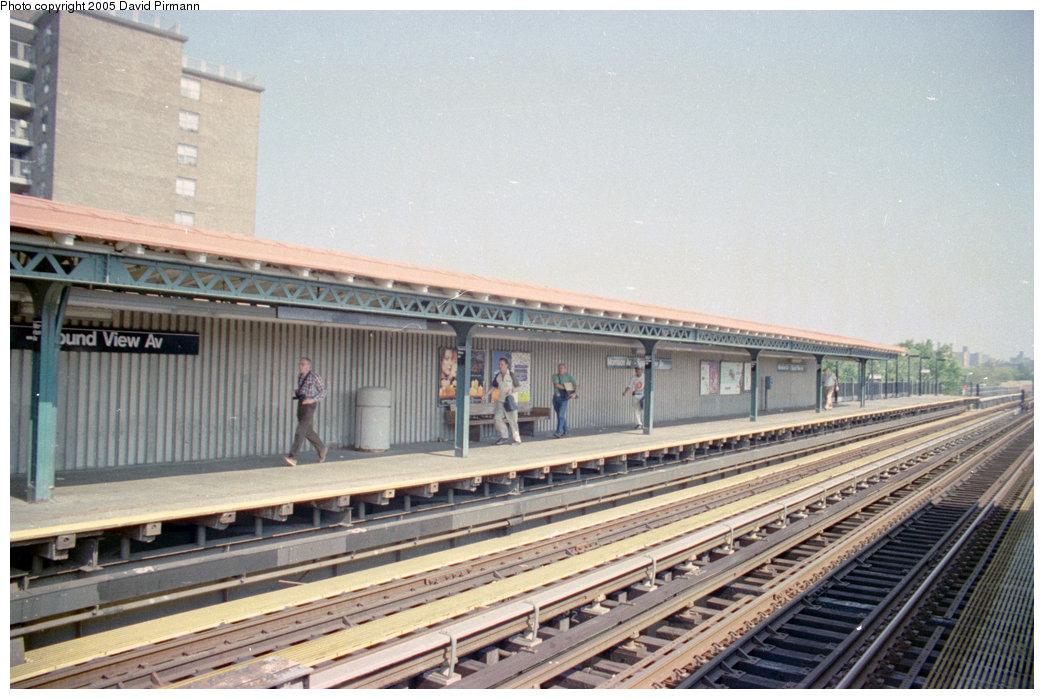 (205k, 1044x699)<br><b>Country:</b> United States<br><b>City:</b> New York<br><b>System:</b> New York City Transit<br><b>Line:</b> IRT Pelham Line<br><b>Location:</b> Morrison/Soundview Aves. <br><b>Route:</b> 6<br><b>Photo by:</b> David Pirmann<br><b>Date:</b> 9/13/1998<br><b>Viewed (this week/total):</b> 2 / 4485