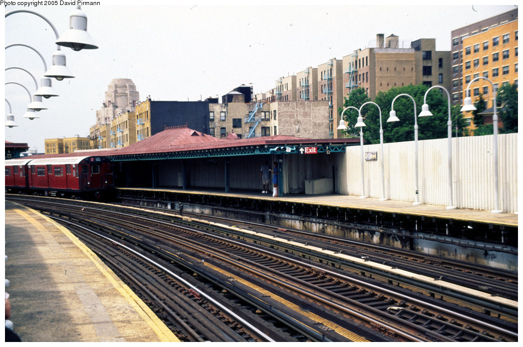 (235k, 1044x693)<br><b>Country:</b> United States<br><b>City:</b> New York<br><b>System:</b> New York City Transit<br><b>Line:</b> IRT White Plains Road Line<br><b>Location:</b> 174th Street <br><b>Photo by:</b> David Pirmann<br><b>Date:</b> 7/21/1999<br><b>Viewed (this week/total):</b> 0 / 3116