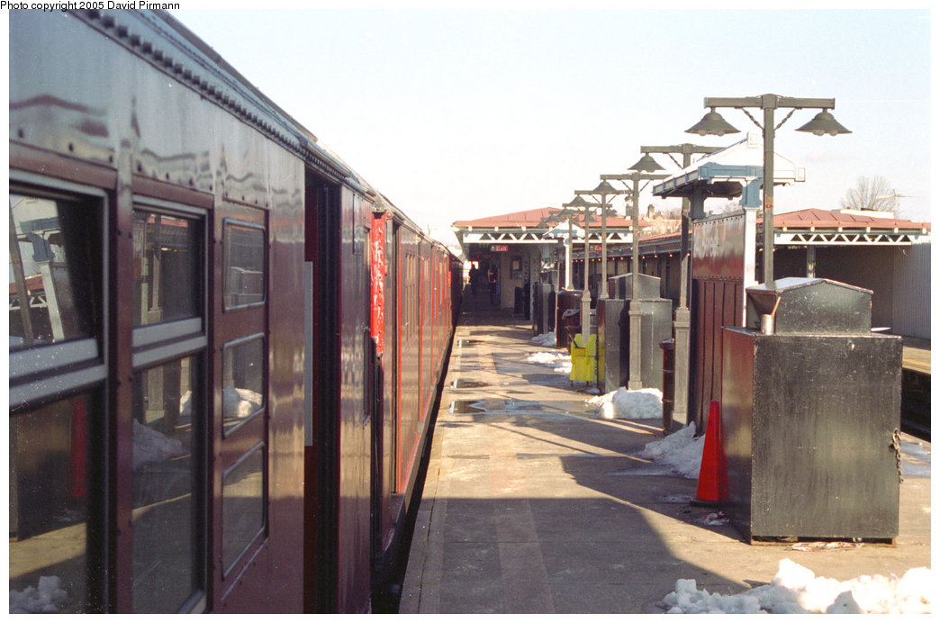 (183k, 1044x692)<br><b>Country:</b> United States<br><b>City:</b> New York<br><b>System:</b> New York City Transit<br><b>Line:</b> IRT White Plains Road Line<br><b>Location:</b> 241st Street <br><b>Route:</b> 2<br><b>Photo by:</b> David Pirmann<br><b>Date:</b> 12/16/1995<br><b>Viewed (this week/total):</b> 0 / 4068