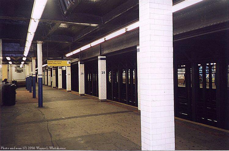 (77k, 749x495)<br><b>Country:</b> United States<br><b>City:</b> New York<br><b>System:</b> New York City Transit<br><b>Line:</b> IRT East Side Line<br><b>Location:</b> 28th Street <br><b>Photo by:</b> Wayne Whitehorne<br><b>Date:</b> 9/19/1998<br><b>Notes:</b> A view of the soutbound platform<br><b>Viewed (this week/total):</b> 4 / 5624