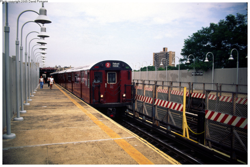 (202k, 1044x696)<br><b>Country:</b> United States<br><b>City:</b> New York<br><b>System:</b> New York City Transit<br><b>Line:</b> IRT White Plains Road Line<br><b>Location:</b> Bronx Park East <br><b>Route:</b> 2<br><b>Car:</b> R-33 Main Line (St. Louis, 1962-63) 9080 <br><b>Photo by:</b> David Pirmann<br><b>Date:</b> 7/21/1999<br><b>Viewed (this week/total):</b> 1 / 5985