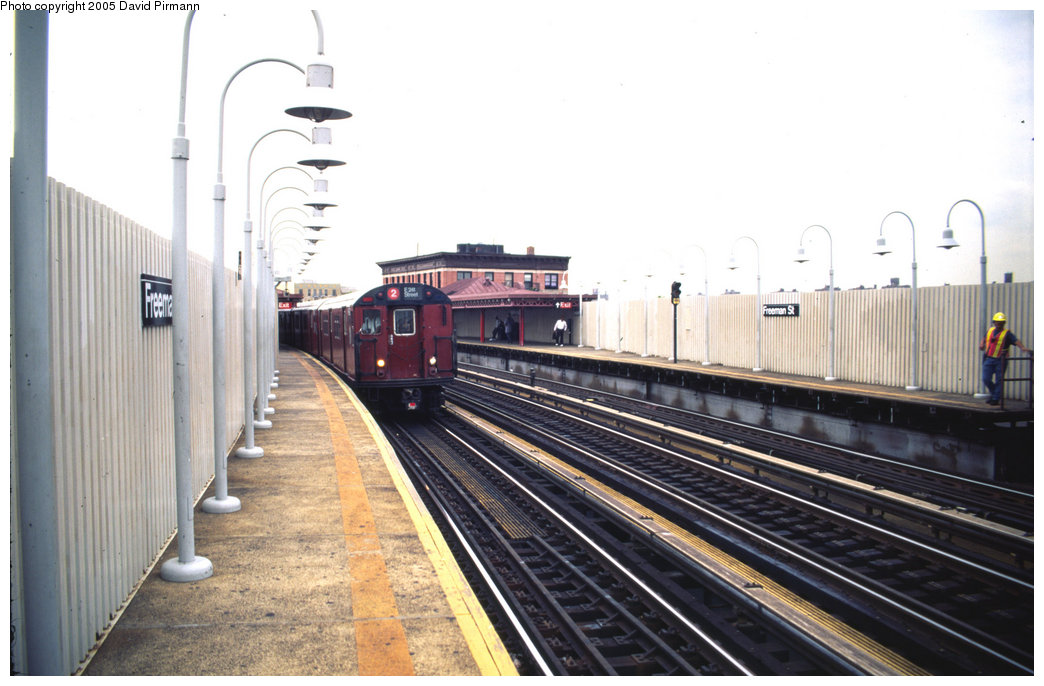 (172k, 1044x686)<br><b>Country:</b> United States<br><b>City:</b> New York<br><b>System:</b> New York City Transit<br><b>Line:</b> IRT White Plains Road Line<br><b>Location:</b> Freeman Street <br><b>Photo by:</b> David Pirmann<br><b>Date:</b> 7/21/1999<br><b>Viewed (this week/total):</b> 1 / 4129