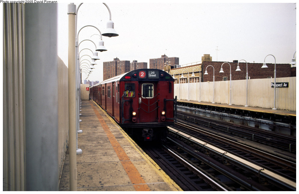 (171k, 1044x678)<br><b>Country:</b> United States<br><b>City:</b> New York<br><b>System:</b> New York City Transit<br><b>Line:</b> IRT White Plains Road Line<br><b>Location:</b> Prospect Avenue <br><b>Route:</b> 2<br><b>Car:</b> R-33 Main Line (St. Louis, 1962-63) 9125 <br><b>Photo by:</b> David Pirmann<br><b>Date:</b> 7/21/1999<br><b>Viewed (this week/total):</b> 1 / 5241