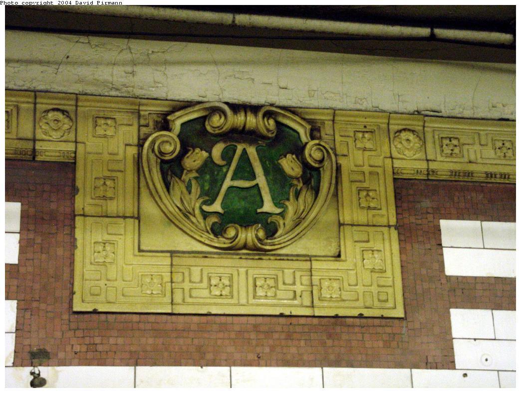 (137k, 1044x788)<br><b>Country:</b> United States<br><b>City:</b> New York<br><b>System:</b> New York City Transit<br><b>Line:</b> IRT Brooklyn Line<br><b>Location:</b> Atlantic Avenue <br><b>Photo by:</b> David Pirmann<br><b>Date:</b> 5/17/2000<br><b>Viewed (this week/total):</b> 0 / 2388