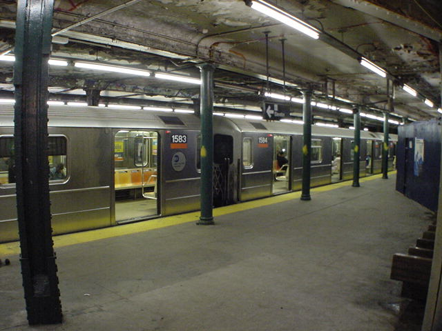 (60k, 640x480)<br><b>Country:</b> United States<br><b>City:</b> New York<br><b>System:</b> New York City Transit<br><b>Line:</b> IRT Brooklyn Line<br><b>Location:</b> Atlantic Avenue <br><b>Car:</b> R-62 (Kawasaki, 1983-1985)  1583 <br><b>Photo by:</b> Salaam Allah<br><b>Date:</b> 10/30/2000<br><b>Viewed (this week/total):</b> 3 / 9421