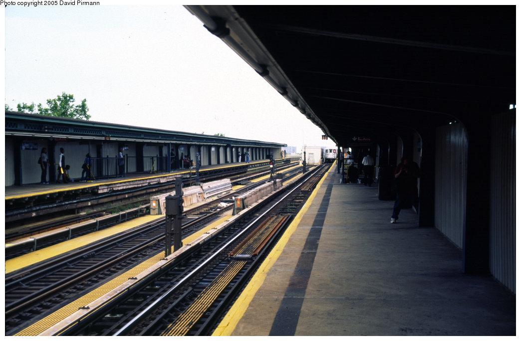 (163k, 1044x684)<br><b>Country:</b> United States<br><b>City:</b> New York<br><b>System:</b> New York City Transit<br><b>Line:</b> IRT Brooklyn Line<br><b>Location:</b> Junius Street <br><b>Route:</b> 3<br><b>Photo by:</b> David Pirmann<br><b>Date:</b> 7/21/1999<br><b>Viewed (this week/total):</b> 0 / 3026