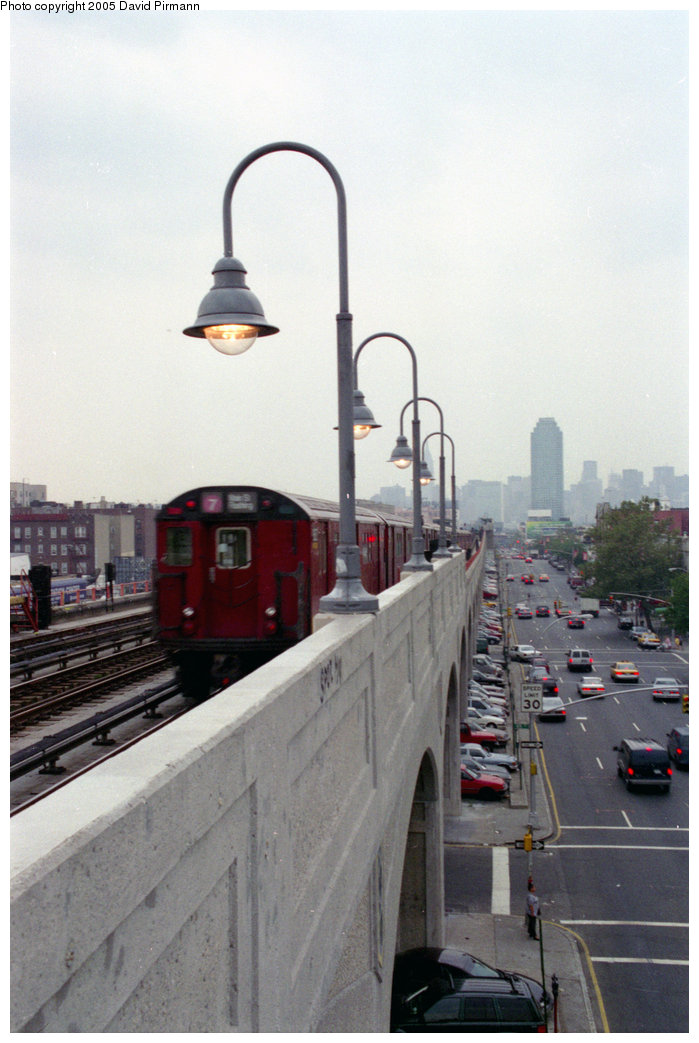(160k, 699x1043)<br><b>Country:</b> United States<br><b>City:</b> New York<br><b>System:</b> New York City Transit<br><b>Line:</b> IRT Flushing Line<br><b>Location:</b> 46th Street/Bliss Street <br><b>Route:</b> 7<br><b>Photo by:</b> David Pirmann<br><b>Date:</b> 7/29/1998<br><b>Notes:</b> View of concrete viaduct<br><b>Viewed (this week/total):</b> 0 / 2392