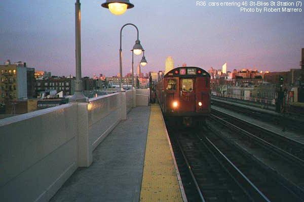 (35k, 600x400)<br><b>Country:</b> United States<br><b>City:</b> New York<br><b>System:</b> New York City Transit<br><b>Line:</b> IRT Flushing Line<br><b>Location:</b> 46th Street/Bliss Street <br><b>Route:</b> 7<br><b>Photo by:</b> Robert Marrero<br><b>Date:</b> 12/2000<br><b>Viewed (this week/total):</b> 1 / 4628