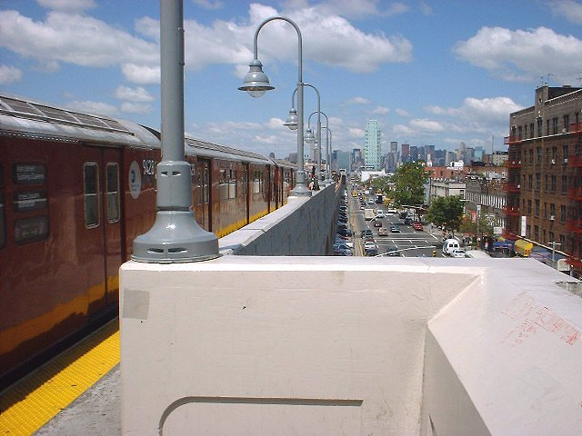 (66k, 640x480)<br><b>Country:</b> United States<br><b>City:</b> New York<br><b>System:</b> New York City Transit<br><b>Line:</b> IRT Flushing Line<br><b>Location:</b> 46th Street/Bliss Street <br><b>Route:</b> 7<br><b>Photo by:</b> Peggy Darlington<br><b>Date:</b> 2000<br><b>Viewed (this week/total):</b> 0 / 3608
