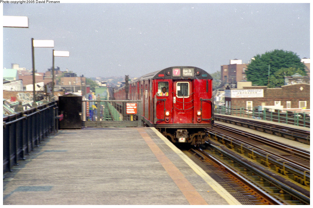 (215k, 1044x693)<br><b>Country:</b> United States<br><b>City:</b> New York<br><b>System:</b> New York City Transit<br><b>Line:</b> IRT Flushing Line<br><b>Location:</b> 82nd Street/Jackson Heights <br><b>Route:</b> 7<br><b>Photo by:</b> David Pirmann<br><b>Date:</b> 7/29/1998<br><b>Viewed (this week/total):</b> 3 / 2567