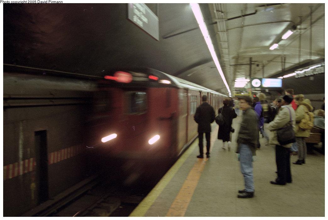 (138k, 1044x699)<br><b>Country:</b> United States<br><b>City:</b> New York<br><b>System:</b> New York City Transit<br><b>Line:</b> IRT Flushing Line<br><b>Location:</b> Grand Central <br><b>Route:</b> 7<br><b>Photo by:</b> David Pirmann<br><b>Date:</b> 12/16/1995<br><b>Notes:</b> Times Square-bound train<br><b>Viewed (this week/total):</b> 0 / 3064