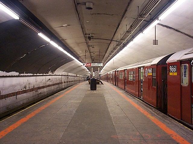 (129k, 640x480)<br><b>Country:</b> United States<br><b>City:</b> New York<br><b>System:</b> New York City Transit<br><b>Line:</b> IRT Flushing Line<br><b>Location:</b> Grand Central <br><b>Route:</b> 7<br><b>Car:</b> R-36 World's Fair (St. Louis, 1963-64) 9660 <br><b>Photo by:</b> Richard Brome<br><b>Date:</b> 3/18/1999<br><b>Viewed (this week/total):</b> 0 / 8977