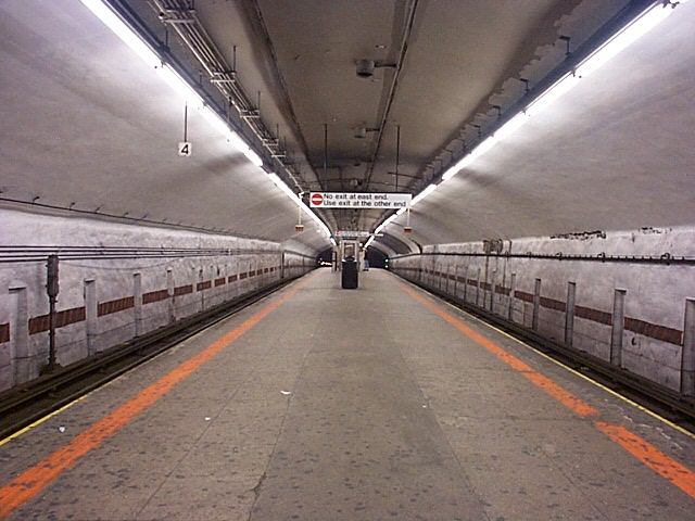 (124k, 640x480)<br><b>Country:</b> United States<br><b>City:</b> New York<br><b>System:</b> New York City Transit<br><b>Line:</b> IRT Flushing Line<br><b>Location:</b> Grand Central <br><b>Photo by:</b> Richard Brome<br><b>Date:</b> 3/18/1999<br><b>Viewed (this week/total):</b> 0 / 5132