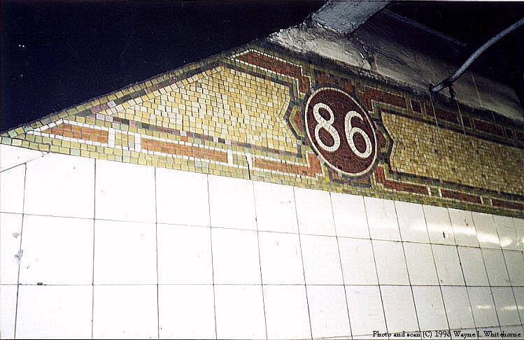 (86k, 749x486)<br><b>Country:</b> United States<br><b>City:</b> New York<br><b>System:</b> New York City Transit<br><b>Line:</b> IRT East Side Line<br><b>Location:</b> 86th Street <br><b>Photo by:</b> Wayne Whitehorne<br><b>Date:</b> 1/31/1998<br><b>Notes:</b> Round icon<br><b>Viewed (this week/total):</b> 4 / 3255