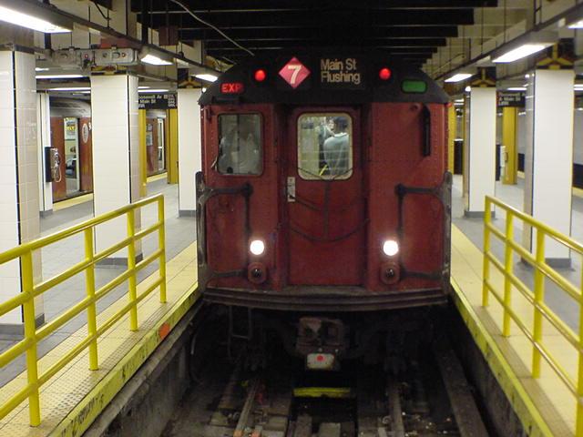 (60k, 640x480)<br><b>Country:</b> United States<br><b>City:</b> New York<br><b>System:</b> New York City Transit<br><b>Line:</b> IRT Flushing Line<br><b>Location:</b> Main Street/Flushing <br><b>Route:</b> 7<br><b>Photo by:</b> Salaam Allah<br><b>Date:</b> 10/24/2000<br><b>Viewed (this week/total):</b> 3 / 7686