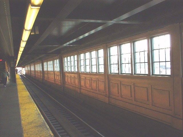 (58k, 640x480)<br><b>Country:</b> United States<br><b>City:</b> New York<br><b>System:</b> New York City Transit<br><b>Line:</b> IRT Flushing Line<br><b>Location:</b> Queensborough Plaza <br><b>Photo by:</b> Peggy Darlington<br><b>Date:</b> 2000<br><b>Viewed (this week/total):</b> 0 / 3176