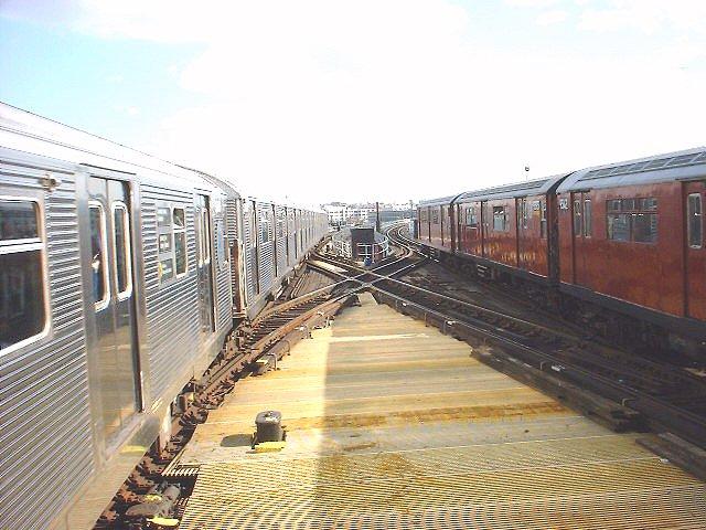 (80k, 640x480)<br><b>Country:</b> United States<br><b>City:</b> New York<br><b>System:</b> New York City Transit<br><b>Line:</b> IRT Flushing Line<br><b>Location:</b> Queensborough Plaza <br><b>Route:</b> 7<br><b>Photo by:</b> Peggy Darlington<br><b>Date:</b> 2000<br><b>Viewed (this week/total):</b> 0 / 3030