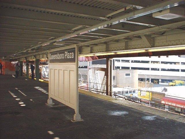 (71k, 640x480)<br><b>Country:</b> United States<br><b>City:</b> New York<br><b>System:</b> New York City Transit<br><b>Line:</b> IRT Flushing Line<br><b>Location:</b> Queensborough Plaza <br><b>Photo by:</b> Peggy Darlington<br><b>Date:</b> 2000<br><b>Viewed (this week/total):</b> 0 / 3207