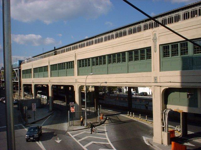 (73k, 640x480)<br><b>Country:</b> United States<br><b>City:</b> New York<br><b>System:</b> New York City Transit<br><b>Line:</b> IRT Flushing Line<br><b>Location:</b> Queensborough Plaza <br><b>Photo by:</b> Peggy Darlington<br><b>Date:</b> 2000<br><b>Viewed (this week/total):</b> 0 / 3183