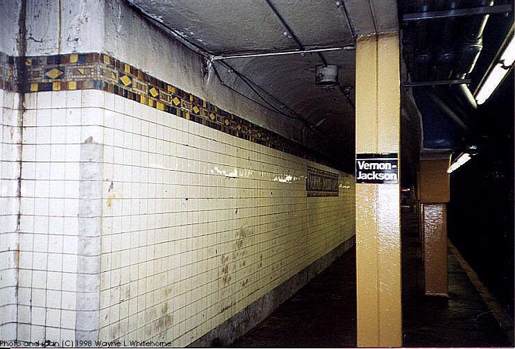 (93k, 743x503)<br><b>Country:</b> United States<br><b>City:</b> New York<br><b>System:</b> New York City Transit<br><b>Line:</b> IRT Flushing Line<br><b>Location:</b> Vernon-Jackson Avenues <br><b>Photo by:</b> Wayne Whitehorne<br><b>Date:</b> 6/20/1998<br><b>Viewed (this week/total):</b> 5 / 4407