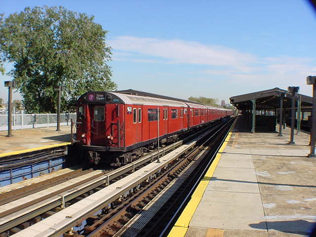 (60k, 640x480)<br><b>Country:</b> United States<br><b>City:</b> New York<br><b>System:</b> New York City Transit<br><b>Line:</b> IRT Flushing Line<br><b>Location:</b> Willets Point/Mets (fmr. Shea Stadium) <br><b>Route:</b> 7<br><b>Car:</b> R-36 World's Fair (St. Louis, 1963-64) 9411 <br><b>Photo by:</b> Salaam Allah<br><b>Date:</b> 10/24/2000<br><b>Viewed (this week/total):</b> 7 / 4096