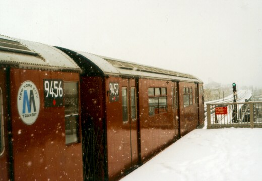 (39k, 520x359)<br><b>Country:</b> United States<br><b>City:</b> New York<br><b>System:</b> New York City Transit<br><b>Line:</b> IRT Flushing Line<br><b>Location:</b> 90th Street/Elmhurst Avenue <br><b>Route:</b> 7<br><b>Car:</b> R-36 World's Fair (St. Louis, 1963-64) 9457 <br><b>Photo by:</b> Jason R. DeCesare<br><b>Date:</b> 3/2/1996<br><b>Notes:</b> R33/R36 cars headed toward Main Street, Flushing<br><b>Viewed (this week/total):</b> 3 / 5919