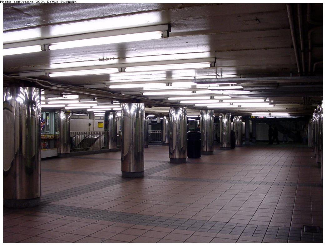 (127k, 1044x788)<br><b>Country:</b> United States<br><b>City:</b> New York<br><b>System:</b> New York City Transit<br><b>Line:</b> IND 6th Avenue Line<br><b>Location:</b> 34th Street/Herald Square <br><b>Photo by:</b> David Pirmann<br><b>Date:</b> 3/15/2000<br><b>Notes:</b> View of mezzanine at south end<br><b>Viewed (this week/total):</b> 0 / 4887