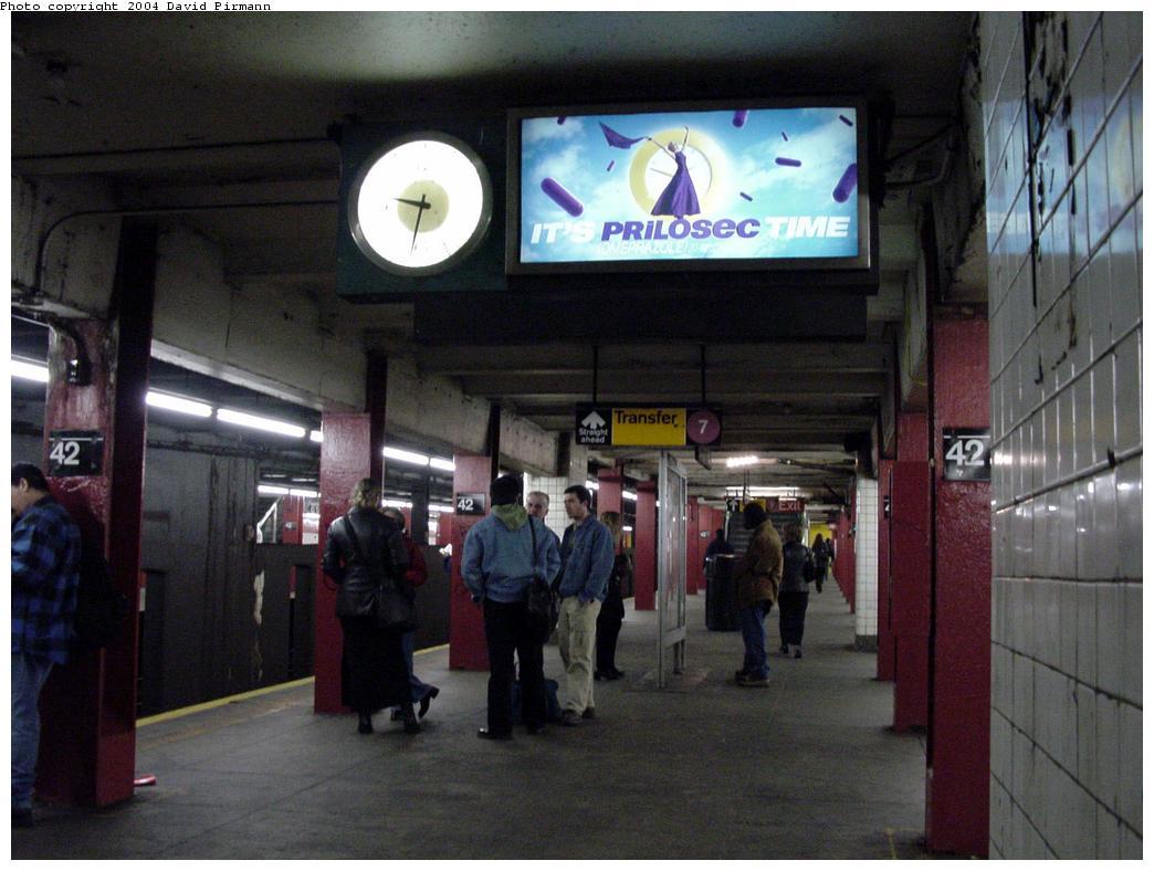 (114k, 1044x788)<br><b>Country:</b> United States<br><b>City:</b> New York<br><b>System:</b> New York City Transit<br><b>Line:</b> IND 6th Avenue Line<br><b>Location:</b> 42nd Street/Bryant Park <br><b>Photo by:</b> David Pirmann<br><b>Date:</b> 3/15/2000<br><b>Notes:</b> View of downtown platform facing south<br><b>Viewed (this week/total):</b> 1 / 4706