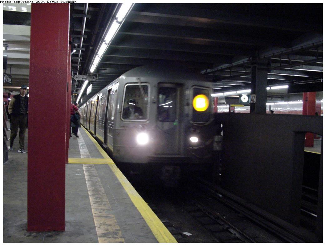 (106k, 1044x788)<br><b>Country:</b> United States<br><b>City:</b> New York<br><b>System:</b> New York City Transit<br><b>Line:</b> IND 6th Avenue Line<br><b>Location:</b> 42nd Street/Bryant Park <br><b>Photo by:</b> David Pirmann<br><b>Date:</b> 3/15/2000<br><b>Notes:</b> View of downtown express trackway facing north<br><b>Viewed (this week/total):</b> 3 / 5516