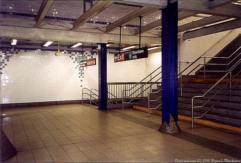(111k, 779x526)<br><b>Country:</b> United States<br><b>City:</b> New York<br><b>System:</b> New York City Transit<br><b>Line:</b> IND 6th Avenue Line<br><b>Location:</b> Broadway/Lafayette <br><b>Photo by:</b> Wayne Whitehorne<br><b>Date:</b> 9/30/1998<br><b>Notes:</b> Mezzanine<br><b>Viewed (this week/total):</b> 0 / 4665