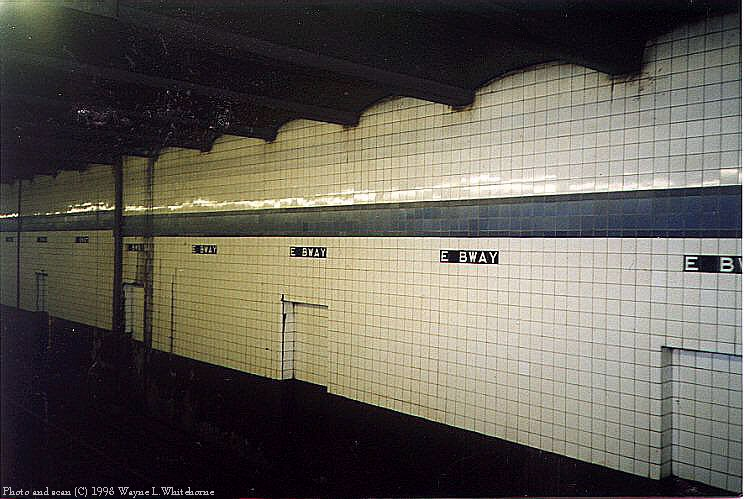 (85k, 744x499)<br><b>Country:</b> United States<br><b>City:</b> New York<br><b>System:</b> New York City Transit<br><b>Line:</b> IND 6th Avenue Line<br><b>Location:</b> East Broadway <br><b>Photo by:</b> Wayne Whitehorne<br><b>Date:</b> 8/21/1998<br><b>Notes:</b> East Broadway IND station tile band<br><b>Viewed (this week/total):</b> 0 / 4208