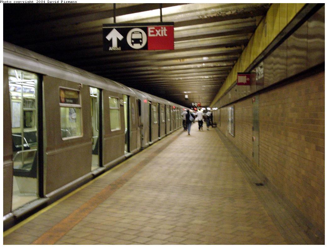 (113k, 1044x788)<br><b>Country:</b> United States<br><b>City:</b> New York<br><b>System:</b> New York City Transit<br><b>Line:</b> IND 63rd Street<br><b>Location:</b> 21st Street/Queensbridge <br><b>Photo by:</b> David Pirmann<br><b>Date:</b> 7/3/2000<br><b>Viewed (this week/total):</b> 0 / 9826