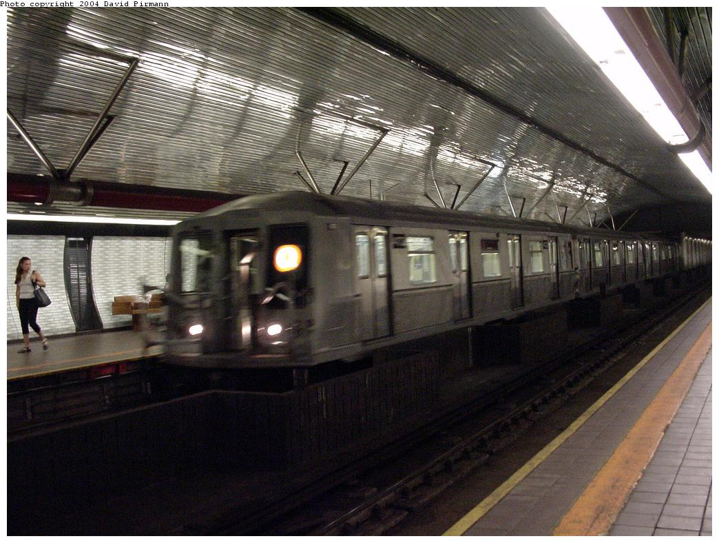 (152k, 1044x788)<br><b>Country:</b> United States<br><b>City:</b> New York<br><b>System:</b> New York City Transit<br><b>Line:</b> IND 63rd Street<br><b>Location:</b> Roosevelt Island <br><b>Route:</b> B<br><b>Car:</b> R-40 (St. Louis, 1968)   <br><b>Photo by:</b> David Pirmann<br><b>Date:</b> 7/3/2000<br><b>Viewed (this week/total):</b> 2 / 7924