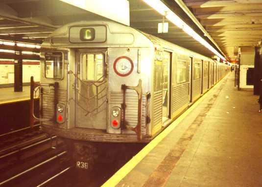 (25k, 535x383)<br><b>Country:</b> United States<br><b>City:</b> New York<br><b>System:</b> New York City Transit<br><b>Line:</b> IND 8th Avenue Line<br><b>Location:</b> 168th Street <br><b>Route:</b> C<br><b>Car:</b> R-38 (St. Louis, 1966-1967)   <br><b>Photo by:</b> Trevor Logan<br><b>Date:</b> 7/1999<br><b>Viewed (this week/total):</b> 3 / 5721
