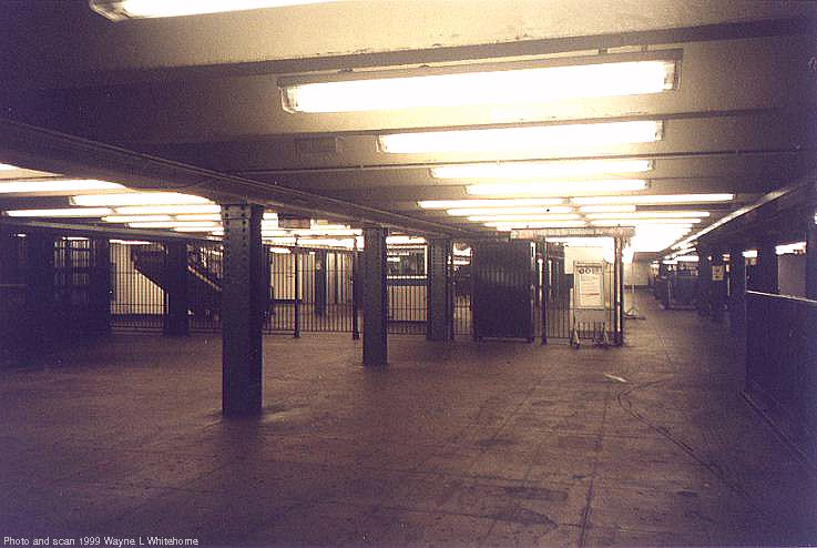 (61k, 737x494)<br><b>Country:</b> United States<br><b>City:</b> New York<br><b>System:</b> New York City Transit<br><b>Line:</b> IND 8th Avenue Line<br><b>Location:</b> 168th Street <br><b>Photo by:</b> Wayne Whitehorne<br><b>Date:</b> 8/14/1999<br><b>Viewed (this week/total):</b> 8 / 3267