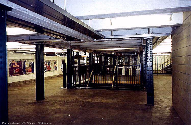 (85k, 749x492)<br><b>Country:</b> United States<br><b>City:</b> New York<br><b>System:</b> New York City Transit<br><b>Line:</b> IND 8th Avenue Line<br><b>Location:</b> 175th Street/George Washington Bridge Bus Terminal <br><b>Photo by:</b> Wayne Whitehorne<br><b>Date:</b> 1998<br><b>Viewed (this week/total):</b> 4 / 6345
