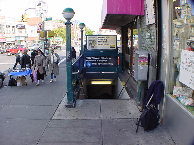 (60k, 640x480)<br><b>Country:</b> United States<br><b>City:</b> New York<br><b>System:</b> New York City Transit<br><b>Line:</b> IND 8th Avenue Line<br><b>Location:</b> 207th Street <br><b>Route:</b> A<br><b>Photo by:</b> Salaam Allah<br><b>Date:</b> 10/30/2000<br><b>Notes:</b> Station entrance.<br><b>Viewed (this week/total):</b> 0 / 9309