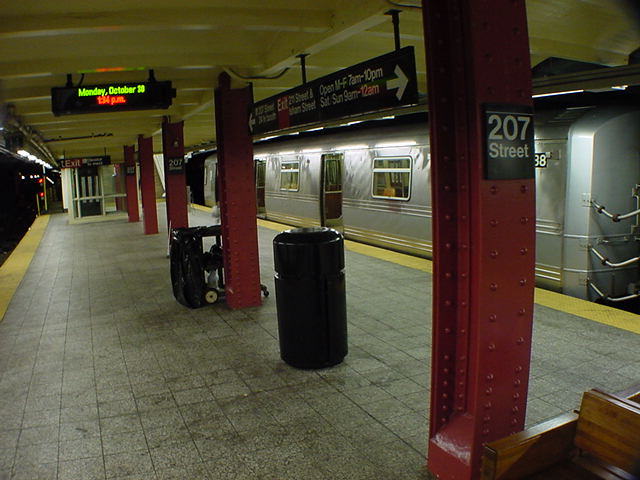 (60k, 640x480)<br><b>Country:</b> United States<br><b>City:</b> New York<br><b>System:</b> New York City Transit<br><b>Line:</b> IND 8th Avenue Line<br><b>Location:</b> 207th Street <br><b>Route:</b> A<br><b>Car:</b> R-44 (St. Louis, 1971-73) 5438 <br><b>Photo by:</b> Salaam Allah<br><b>Date:</b> 10/30/2000<br><b>Viewed (this week/total):</b> 0 / 6495