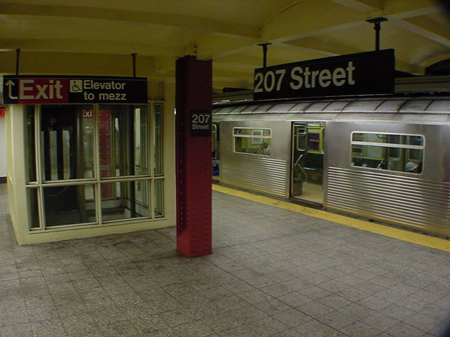 (61k, 640x480)<br><b>Country:</b> United States<br><b>City:</b> New York<br><b>System:</b> New York City Transit<br><b>Line:</b> IND 8th Avenue Line<br><b>Location:</b> 207th Street <br><b>Route:</b> A<br><b>Car:</b> R-38 (St. Louis, 1966-1967)   <br><b>Photo by:</b> Salaam Allah<br><b>Date:</b> 10/31/2000<br><b>Viewed (this week/total):</b> 1 / 7060