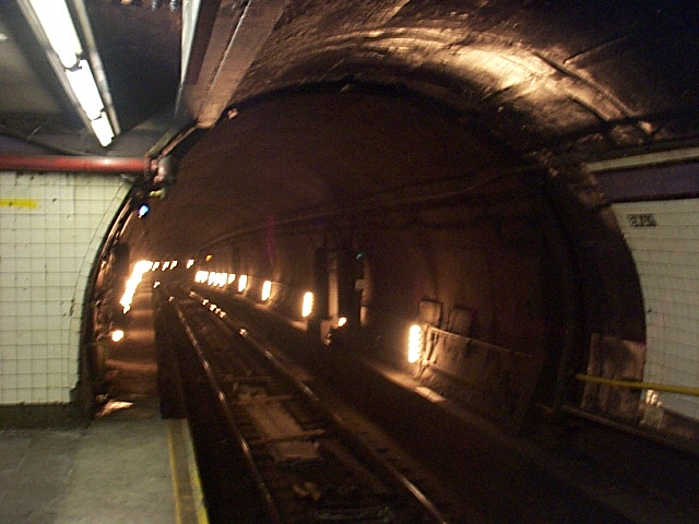(114k, 640x480)<br><b>Country:</b> United States<br><b>City:</b> New York<br><b>System:</b> New York City Transit<br><b>Line:</b> IND 8th Avenue Line<br><b>Location:</b> Fulton Street (Broadway/Nassau) <br><b>Photo by:</b> Richard Brome<br><b>Date:</b> 3/18/1999<br><b>Notes:</b> Tunnel mouth<br><b>Viewed (this week/total):</b> 1 / 6920