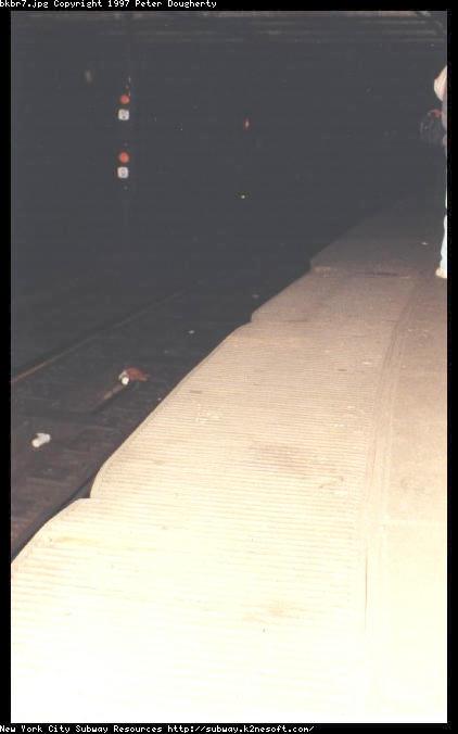 (25k, 422x676)<br><b>Country:</b> United States<br><b>City:</b> New York<br><b>System:</b> New York City Transit<br><b>Line:</b> IRT East Side Line<br><b>Location:</b> Brooklyn Bridge/City Hall (Closed Express Platform) <br><b>Photo by:</b> Peter Dougherty<br><b>Date:</b> 10/1995<br><b>Notes:</b> Close up on the gap fillers<br><b>Viewed (this week/total):</b> 0 / 9504
