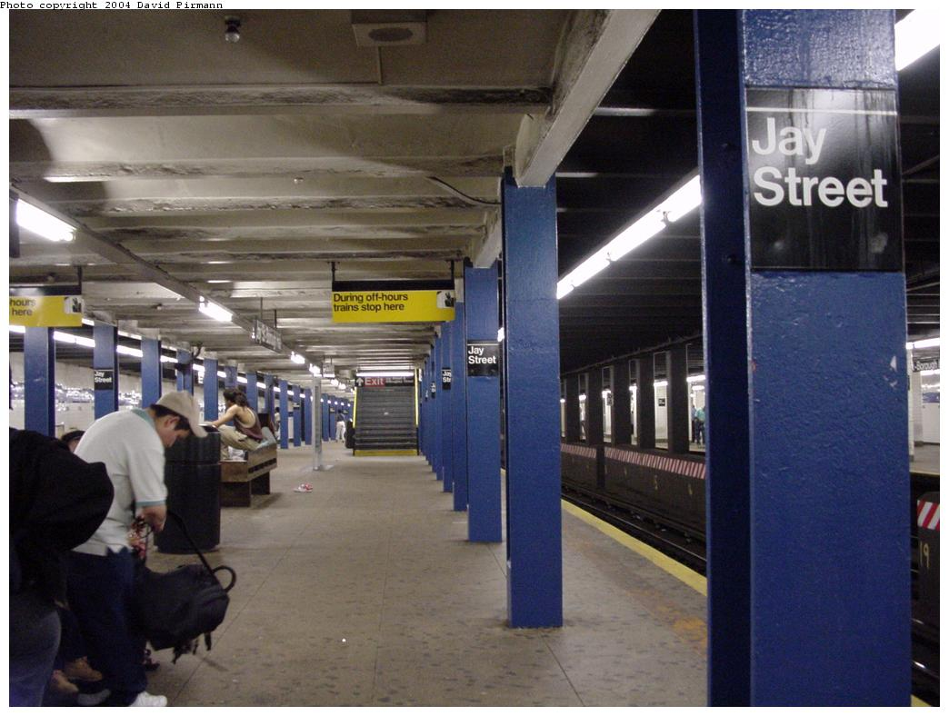 (114k, 1044x788)<br><b>Country:</b> United States<br><b>City:</b> New York<br><b>System:</b> New York City Transit<br><b>Line:</b> IND 8th Avenue Line<br><b>Location:</b> Jay St./Metrotech (Borough Hall) <br><b>Photo by:</b> David Pirmann<br><b>Date:</b> 6/18/2000<br><b>Viewed (this week/total):</b> 11 / 4584