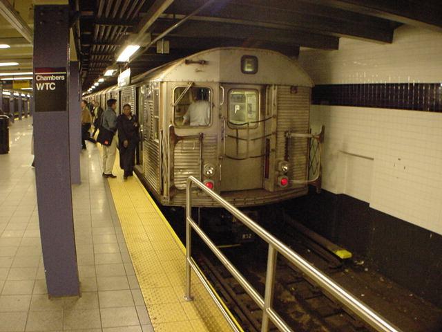 (60k, 640x480)<br><b>Country:</b> United States<br><b>City:</b> New York<br><b>System:</b> New York City Transit<br><b>Line:</b> IND 8th Avenue Line<br><b>Location:</b> Chambers Street/World Trade Center <br><b>Route:</b> E<br><b>Car:</b> R-32 (Budd, 1964)   <br><b>Photo by:</b> Salaam Allah<br><b>Date:</b> 10/27/2000<br><b>Notes:</b> E platform<br><b>Viewed (this week/total):</b> 2 / 5536