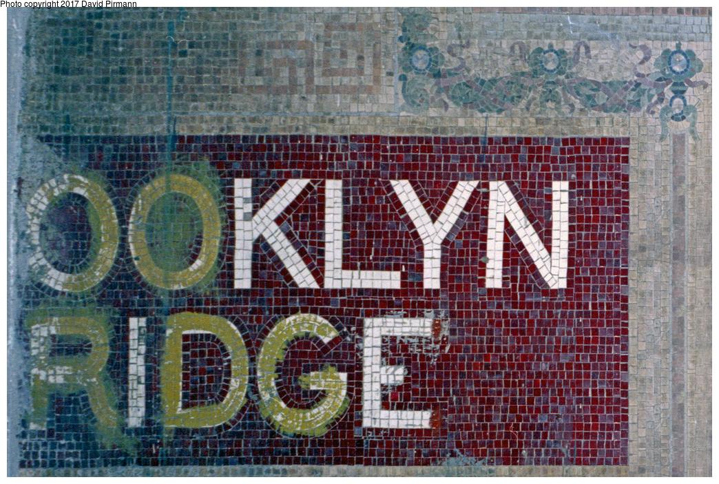 (621k, 1044x703)<br><b>Country:</b> United States<br><b>City:</b> New York<br><b>System:</b> New York City Transit<br><b>Line:</b> IRT East Side Line<br><b>Location:</b> Brooklyn Bridge/City Hall (Closed Side Platform) <br><b>Photo by:</b> David Pirmann<br><b>Date:</b> 9/24/1995<br><b>Notes:</b> Brooklyn Bridge mosaic; cut off by a door at left that leads to the Brooklyn Bridge backup interlocking tower.<br><b>Viewed (this week/total):</b> 1 / 10476