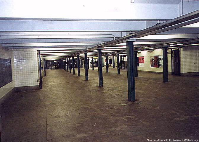 (61k, 672x481)<br><b>Country:</b> United States<br><b>City:</b> New York<br><b>System:</b> New York City Transit<br><b>Line:</b> IND Concourse Line<br><b>Location:</b> 182nd/183rd Street <br><b>Photo by:</b> Wayne Whitehorne<br><b>Date:</b> 9/24/1999<br><b>Notes:</b> Mezzanine<br><b>Viewed (this week/total):</b> 3 / 4462